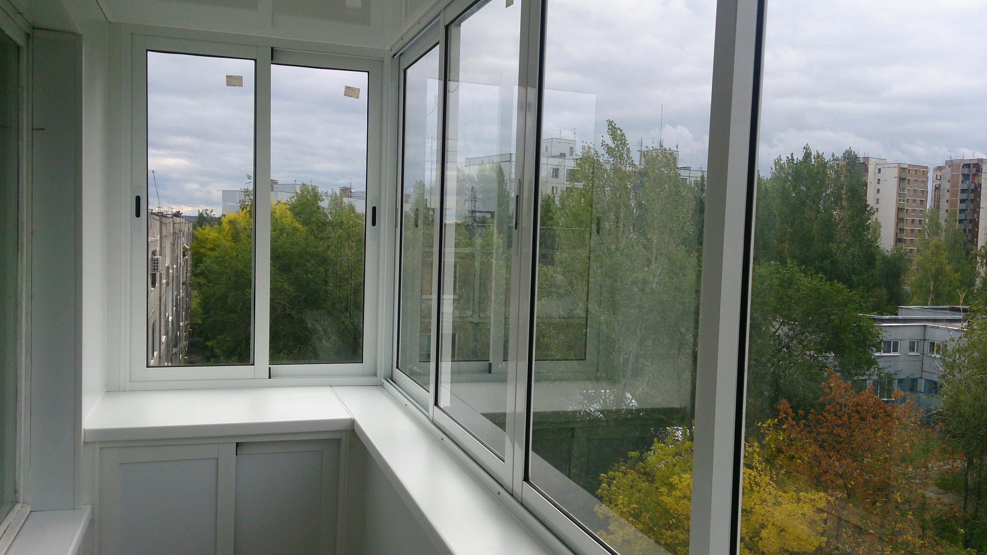 Раздвижное остекление балконов и лоджий виды.